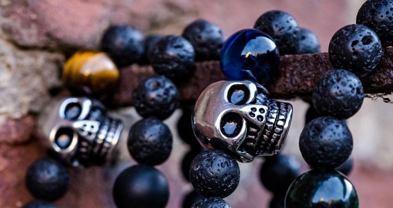 Lava-Armband-Totenkopf-schwarz-Vergaenglichkeit-bannrer